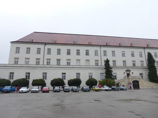 Positionierung vor der Burg Wr. Neustadt
